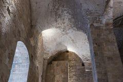 Fragment der Überreste der Wände von den inneren Hallen in den Ruinen der Festung in der alten Stadt des Morgens in Israel Lizenzfreies Stockbild