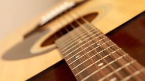 Fragment der Akustikgitarre Stockfotografie