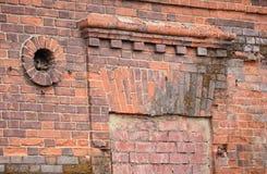 Fragment der alten Backsteinmauer Stockbild