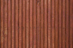 Fragment der alten braunfarbigen Holztür mit kleinen Nägeln Beschaffenheit lizenzfreies stockfoto