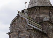 Fragment der alten hölzernen Kirche Stockfotos