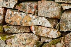 Fragment der alten Steinwand der Kirche Stockfotografie