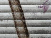 Fragment der alten Wandbeschaffenheit mit Schalenfarbengraffiti Stockbilder