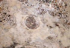 Fragment der Deckenmalerei innerhalb des Felsenhauses an wenig PETRA in der alten arabischen Nabataean-Königreichstadt von PETRA stockfoto
