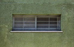 Fragment der grünen Weinlesewand mit Fenster Tel Aviv, Israel Lizenzfreies Stockbild
