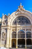 Fragment der Kolonnade in der Badekurortstadt Marianske Lazne Marienbad C lizenzfreies stockfoto