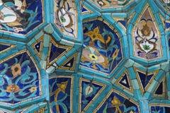 Fragment der mit Ziegeln gedeckten Wand Stockbild