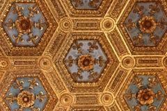 Fragment der Renaissance schnitzte Decke im Sala-dei Gigli im Palazzo Vecchio, Florenz, Toskana, Italien Lizenzfreie Stockfotos
