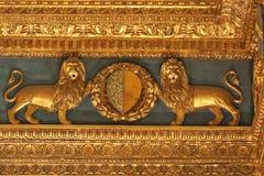 Fragment der Renaissance schnitzte Decke im Sala-dei Gigli in Palazzo Vecchio, Florenz, Toskana, Italien Stockfoto