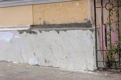 Fragment der Wand des Hauses nach der Reparatur Stockfotos