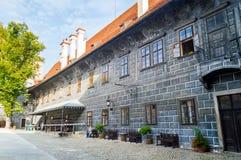 Fragment der Wand und Ecke von Cesky-krumlov ziehen sich zurück Stockbilder
