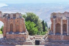 Fragment des antiken Amphitheaters Teatro Greco in Taormina, Sizilien, Italien stockbild