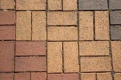 Fragment des Bürgersteigs des roten Lehms für Hintergrund getont Stockbild
