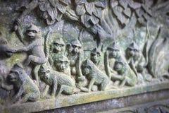 Fragment des Flachreliefs Affen, Ubud, Bali, Indonesien kennzeichnend Stockbild