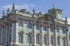 Fragment des Gebäudes der Zustands-Einsiedlerei in St Petersburg lizenzfreies stockbild