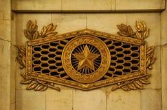Fragment des Innenraums der Vladimirskaya-Metro-Station Stockbilder