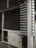 Fragment des Innenraums eines alten Warmwasserboilers Lizenzfreie Stockfotografie