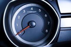 Fragment des Instrumentenbrettes des Autogeschwindigkeitsmessers, Tachometer. Lizenzfreie Stockfotos