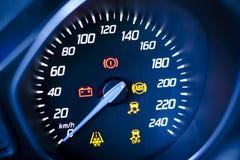 Fragment des Instrumentenbrettes des Autogeschwindigkeitsmessers, Tachometer. Lizenzfreie Stockbilder