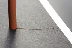 Fragment des künstlerischen Pastells auf einem grauen Papier Stockfotografie