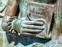 Fragment des Monuments zum sowjetischen Sänger, zum Texter und Komponisten, zum Dichter und zum acto Stockfotos