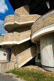 Fragment du bâtiment soviétique de brutalist de modernisme dans le saint-Petersb images stock