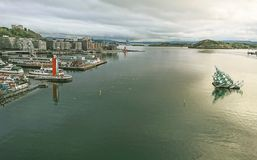 Fragment du fjord d'Oslo - un des fjords les plus beaux en Norvège Vue du toit d'Opéra images stock