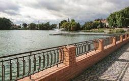 Fragment du lac castle dans la ville de Walcz, Pologne photos libres de droits