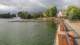 Fragment du lac castle dans la ville de Walcz, Pologne photographie stock