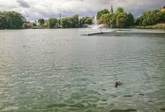 Fragment du lac castle dans la ville de Walcz, Pologne image libre de droits