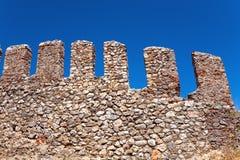 Fragment du mur de forteresse avec des remparts Photos stock
