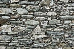 Fragment du mur en pierre ruiné Photographie stock
