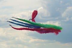 Fragment einer Demonstrationsleistung der Fluggruppe von der Luftwaffe des UAE-` Fursan-` MAKS-2017 Lizenzfreie Stockfotografie