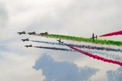 Fragment einer Leistung der Fluggruppe von der Luftwaffe des ` UAE-` Fursan Al Emarat MAKS-2017 Stockbilder