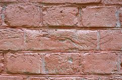 Fragment einer rosa Backsteinmauer Stockbilder