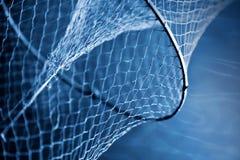 Fragment eines alten Fischernetzes Stockfotos