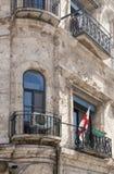 Fragment eines Gebäudes mit Fenstern und Balkone von altem Jerusalem Stockbild