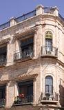 Fragment eines Gebäudes mit Fenstern und Balkone von altem Jerusalem Lizenzfreie Stockbilder