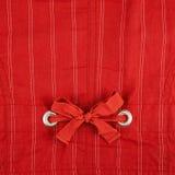 Fragment eines gestreiften roten Stoffes Stockfoto