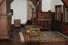 Fragment eines großen Salons des Kleie-Schlosses in der Kleiestadt in Rumänien Lizenzfreies Stockbild