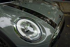 Fragment eines modernen Kleinwagens Mini Cooper D Lizenzfreie Stockfotos