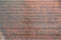 Fragment rouge-brun des abat-jour en métal Photographie stock
