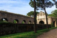 Fragment van Aurelian-muur rond Oud Rome op Aurelia Antica-straat Stock Foto's