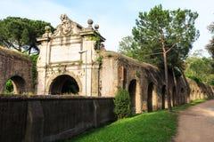 Fragment van Aurelian-muur rond Oud Rome op Aurelia Antica-straat Stock Afbeelding