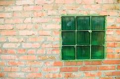 Fragment van bakstenen muur stock afbeeldingen