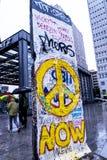 Fragment van Berlin Wall in Potsdamerpaltz in Berlin City Centre Stock Afbeelding