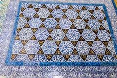 Fragment van betegelde vloer in Ottomanestijl stock fotografie