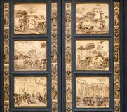Fragment van de Baptistery van de Kathedraal van Florence deuren stock foto's