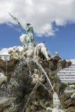 Fragment van de Fontein van Neptunus in het centrum van Berlijn stock foto's