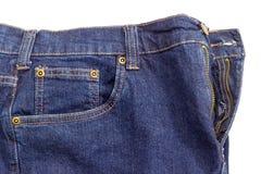 Fragment van de nieuwe donkerblauwe jeans op witte achtergrond Stock Afbeelding